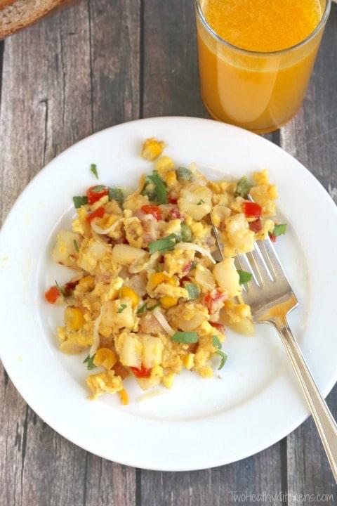 Southwestern Breakfast Skillet Scramble Recipe {www.TwoHealthyKitchens.com}